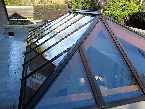 Capped roof lantern light